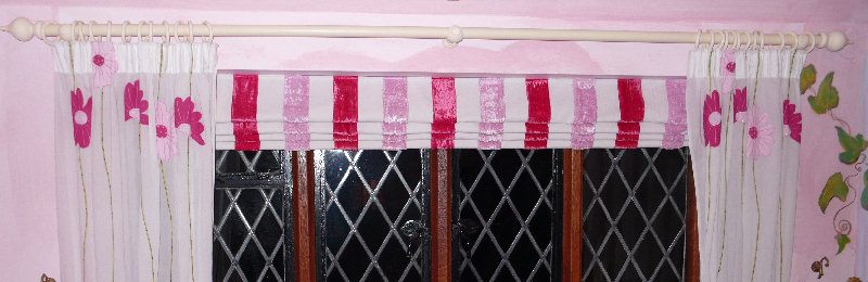Drop blinds with red stripes and curtains with flowers matching the wallpaper by Daisychain Curtains